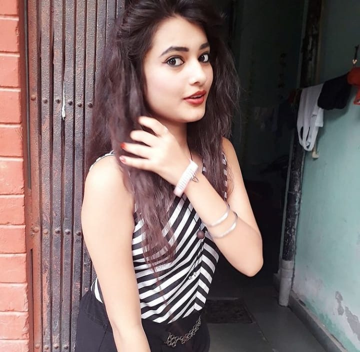 Call Girls In DLF Phase 2// 98218 11363 Escorts ServiCe In Delhi Ncr